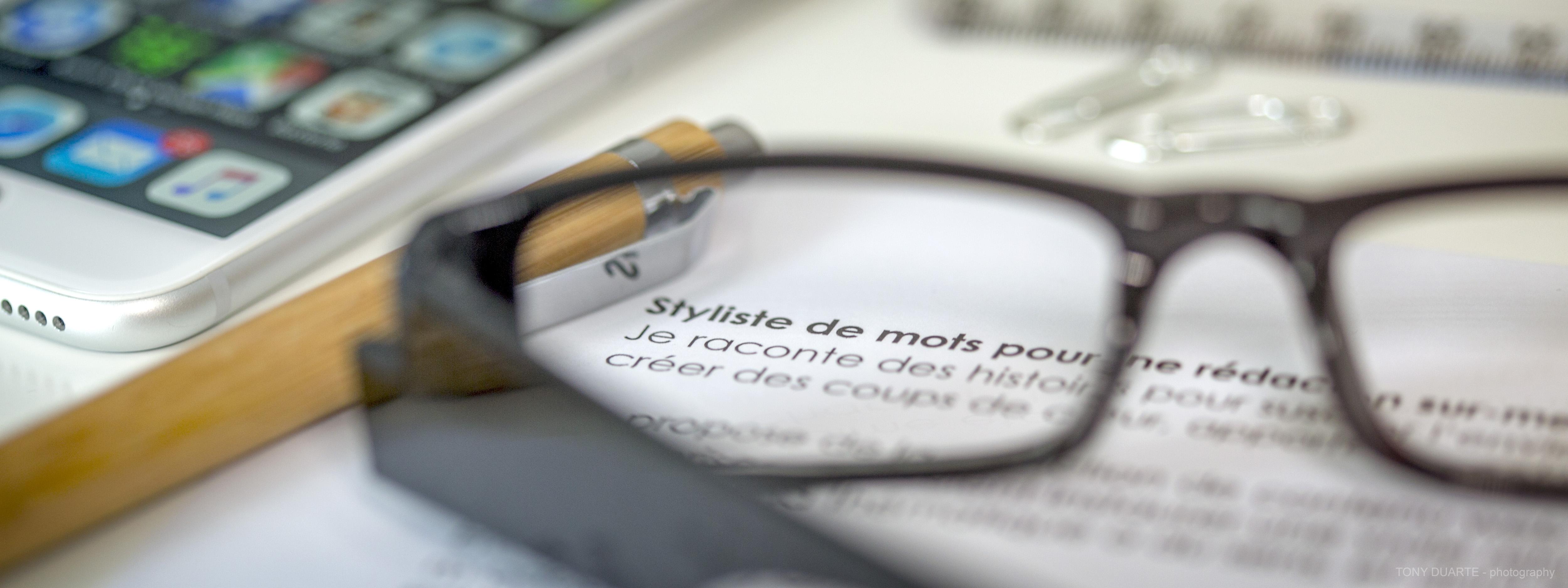 bannière lunettes et crayon